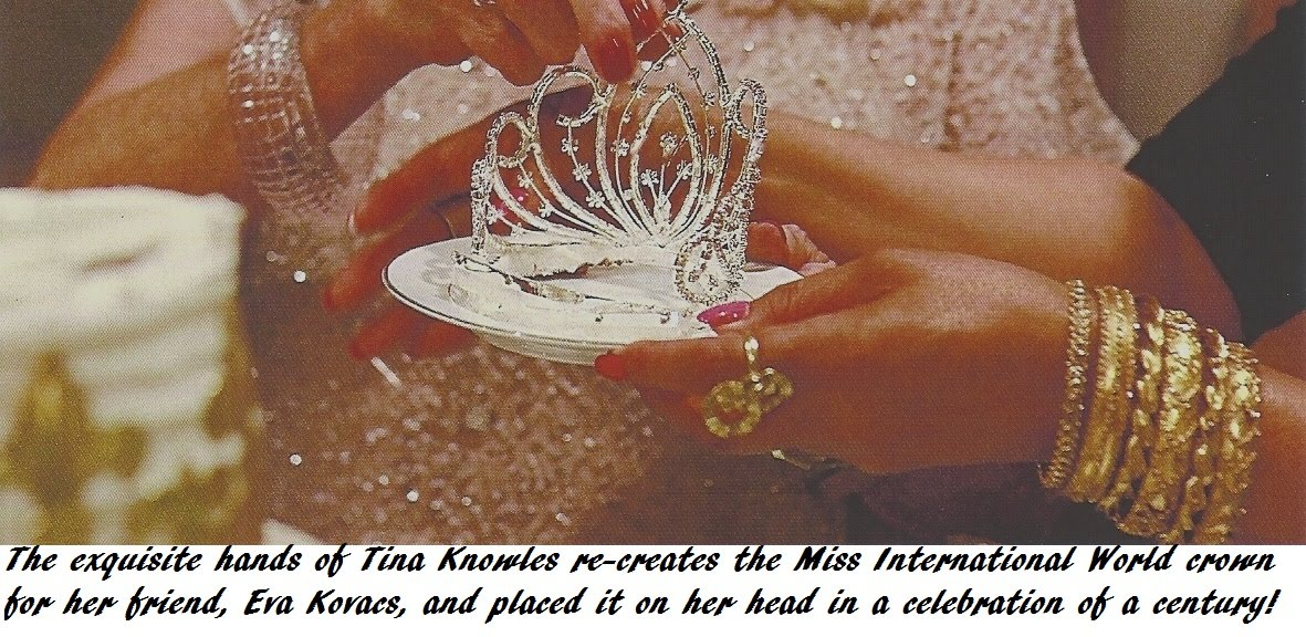 Crown in Tinas hand